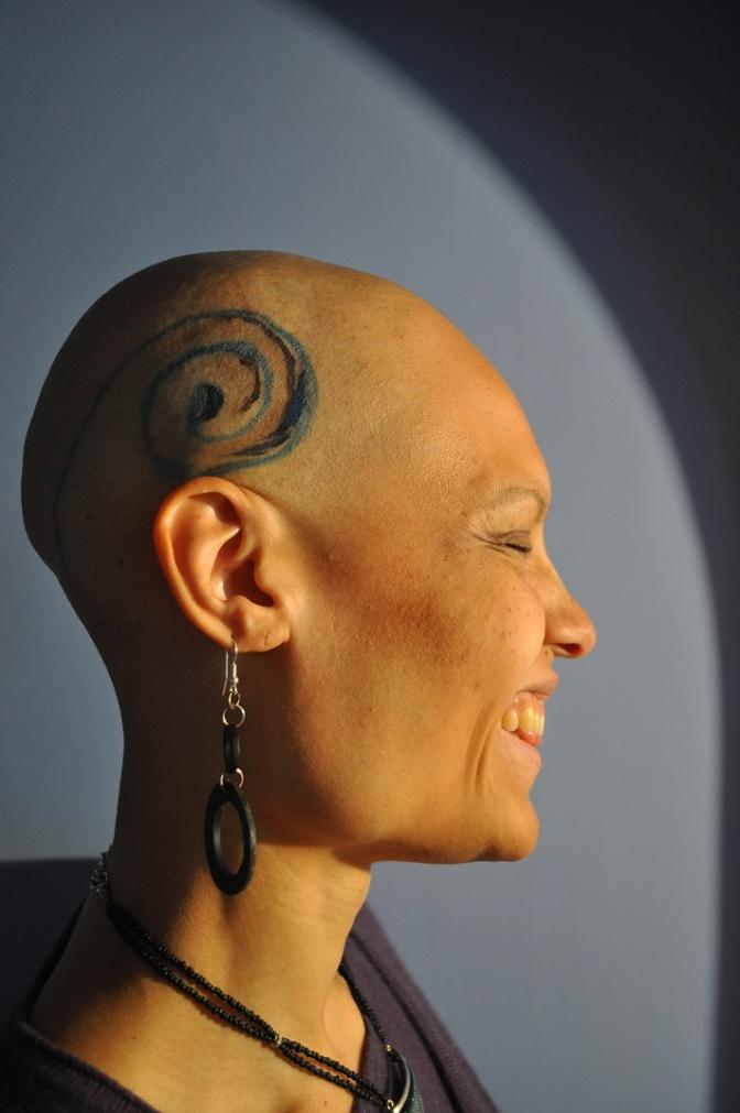 Tout est dans la tête. Ou plutôt, dessus./ How (fake) head tattoos sometimes help to draw yourself up.